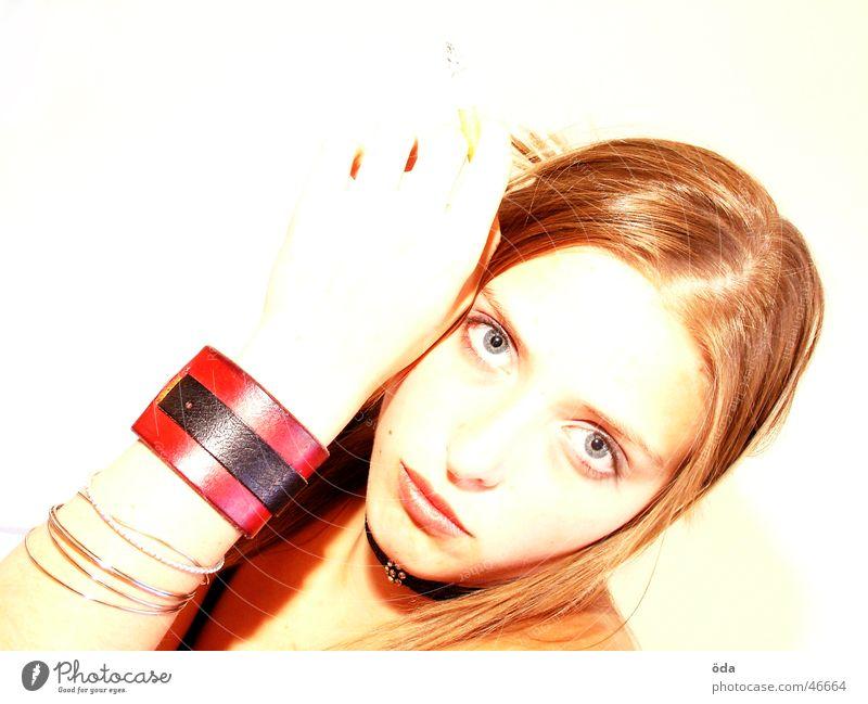 I'm watching you Frau süß schön geschminkt Schminke Körperhaltung Zigarette Blick Auge Gesicht