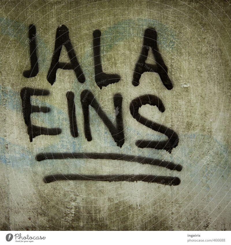 Hallo Jala! Stadtrand Menschenleer Mauer Wand Beton Zeichen Ziffern & Zahlen Graffiti Linie entdecken Blick einzigartig grau grün schwarz Interesse Identität