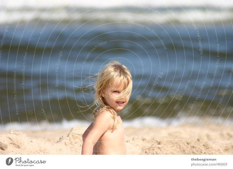 maya am strand Kind Sonne Mädchen Strand Haare & Frisuren blond Maya