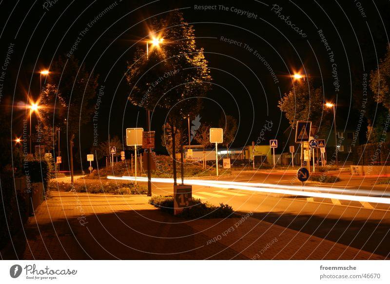 kreisverkehr bei nacht Nacht Laterne Kreisverkehr Langzeitbelichtung Stadt Verkehr Licht Straße street night lantern light long-time exposure roundabout traffic