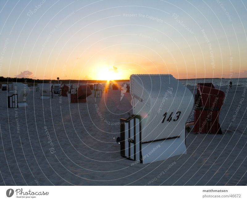 Urlaub Strandkorb Sonnenuntergang Stimmung Physik Meer Ferien & Urlaub & Reisen Erholung Vordergrund Horizont Ostsee Wärme Sand Wasser tief