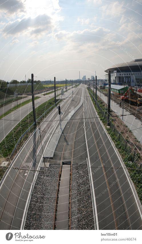 SAP ARENA MANNHEIM Mannheim Straßenbahn Gleise Eisstadion Himmel Menschenleer Zentralperspektive Ferne Schienennahverkehr