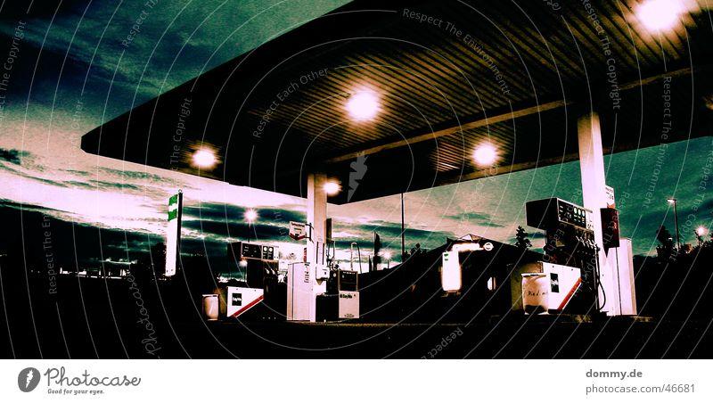 endzeit Tankstelle Kellner Sommer Zapfsäule Schlauch Benzin Plus Diesel Licht Wolken Industrielandschaft selbst Abend Säule Prima Sonnenuntergang