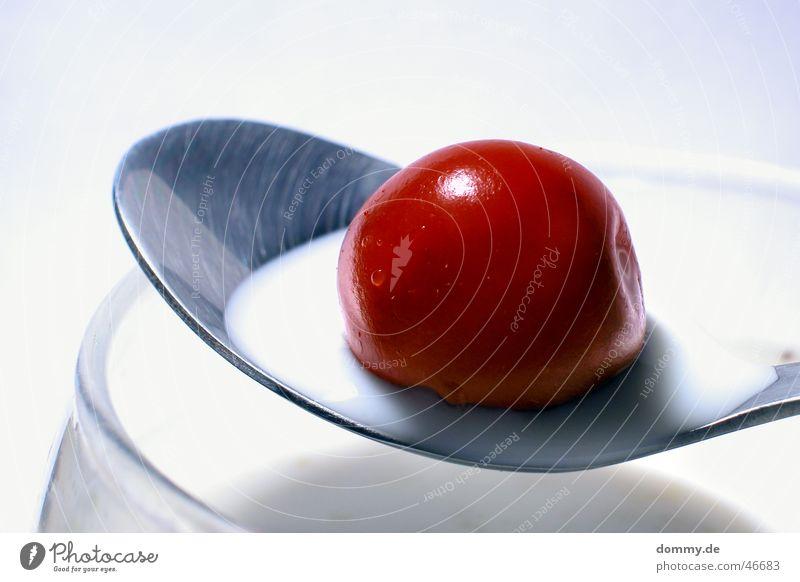 Kirschmilch weiß rot Ernährung Glas Lebensmittel Getränk süß rund Speise silber Milch Kirsche Löffel Milchshake