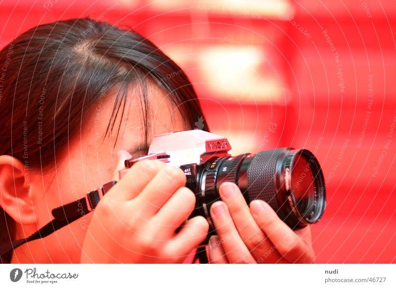 China und die Fotografie Frau Hand Mädchen rot Gesicht schwarz Kopf Haare & Frisuren Kunst Ohr Fotokamera Konzentration Venedig Objektiv fixieren