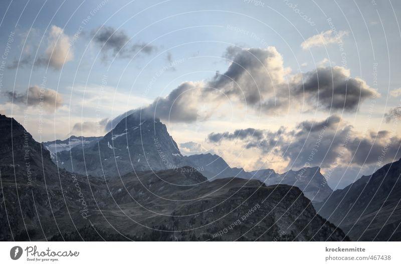 Wolkenkratzer Umwelt Natur Landschaft Himmel Gewitterwolken Sonnenlicht Sommer Klima Wetter Hügel Felsen Alpen Berge u. Gebirge Gipfel Schneebedeckte Gipfel