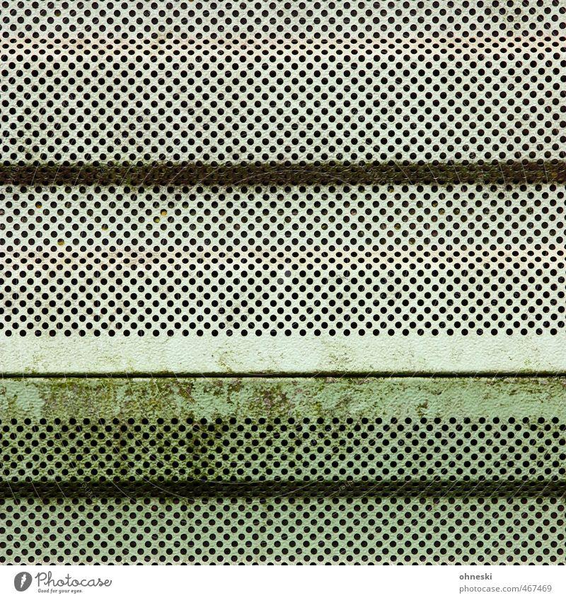 Lochfraß Menschenleer Mauer Wand Fassade Lochblech Blech trist grün Grünspan Farbfoto Gedeckte Farben Außenaufnahme abstrakt Muster Strukturen & Formen