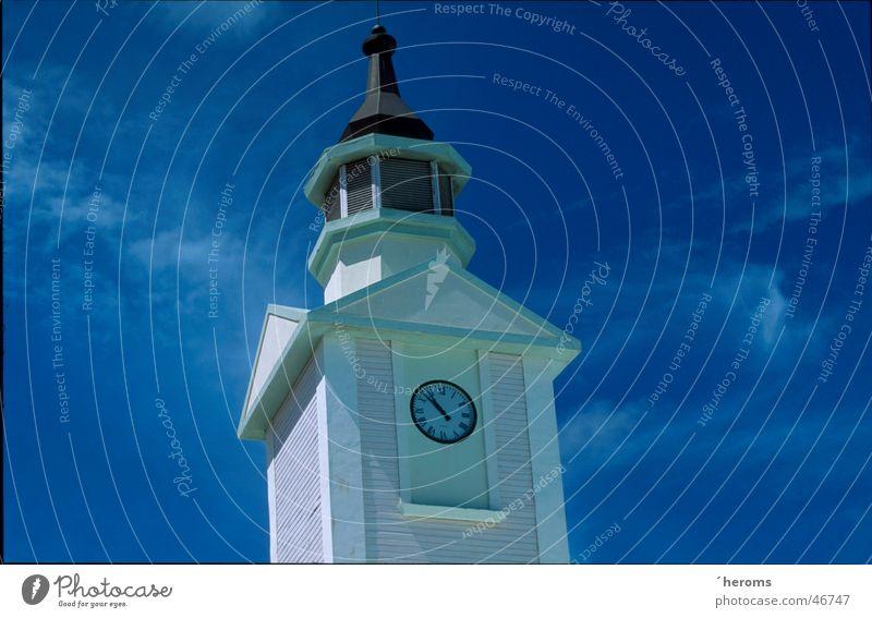 Clock Tower Himmel Architektur Uhr Turm Blauer Himmel Turmspitze Turmuhr Vor hellem Hintergrund