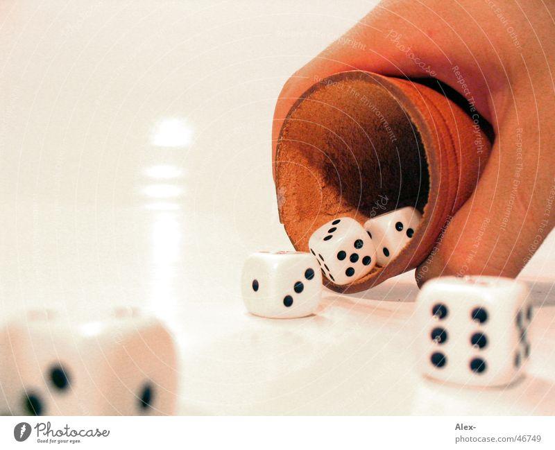 Würfelbecher Hand Freude Spielen Leder Becher Zufall Glücksspiel