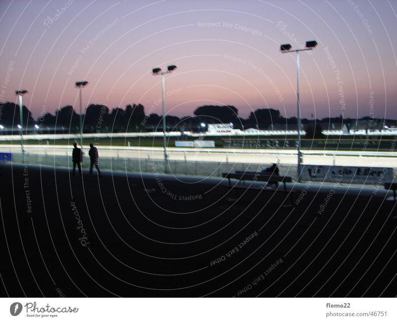 trabrennbahn Rennbahn Sportveranstaltung Scheinwerfer