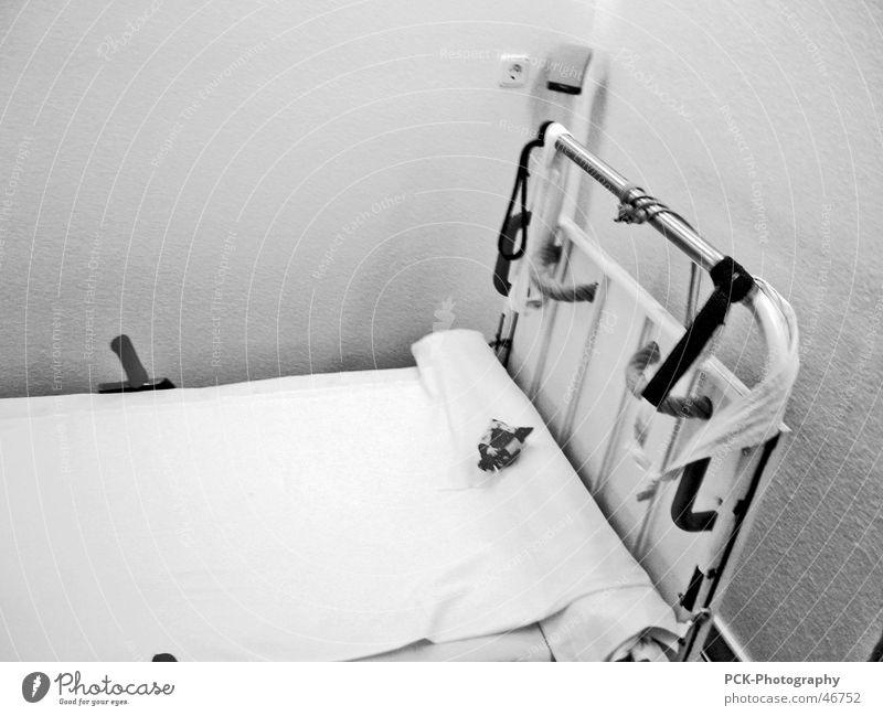 sm bett Bett Krankenbett steril Handschellen liegen