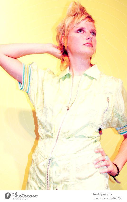 nadin*1 Frau Model Bekleidung Haare & Frisuren Stil gelb Kleid fresh