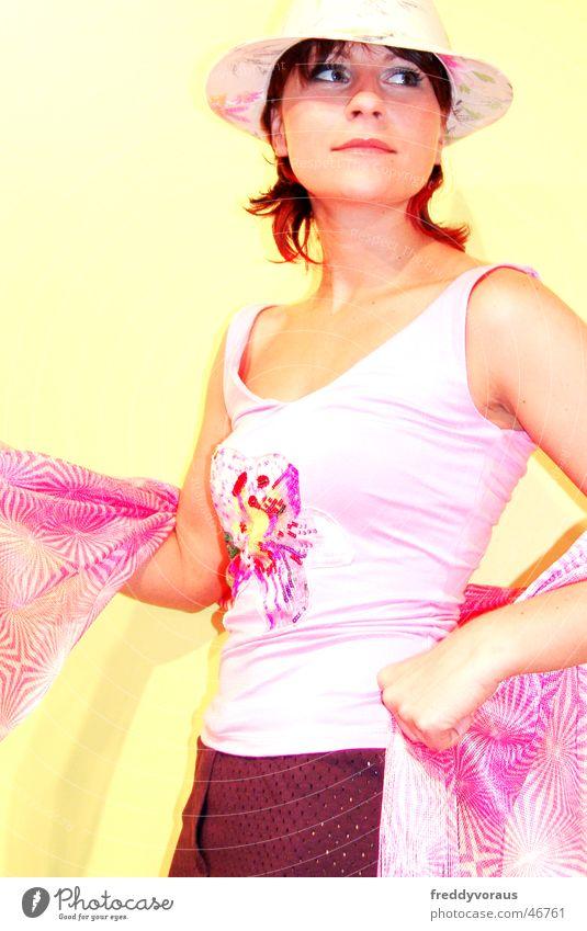 steffi*1 Frau Model Bekleidung Top rosa gelb Hut
