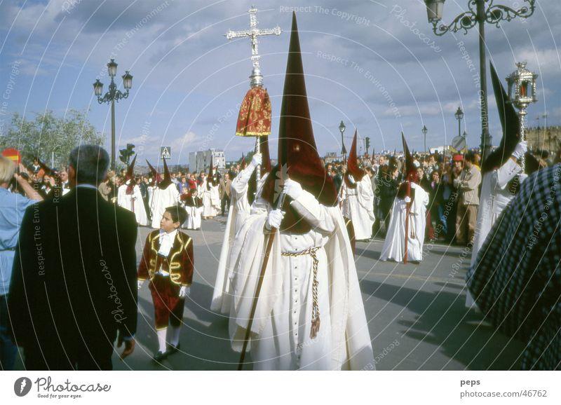 Semana Santa in Cordoba Mensch Mann Himmel weiß schwarz Junge Religion & Glaube Angst Rücken Ostern Publikum Spanien Tradition festlich