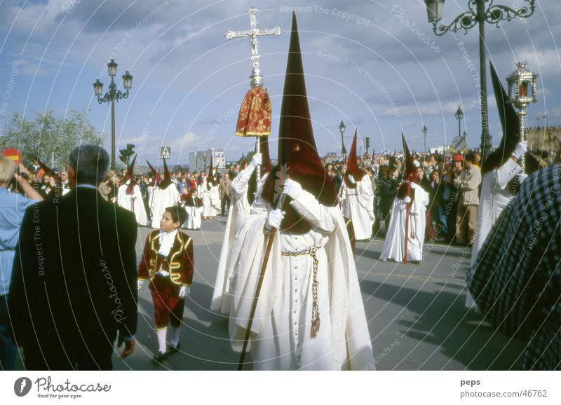 Semana Santa in Cordoba Ostern Prozession Spanien Andalusien Nazareno Angst Religion & Glaube Mann weiß schwarz festlich Zeremonie Publikum Katholizismus