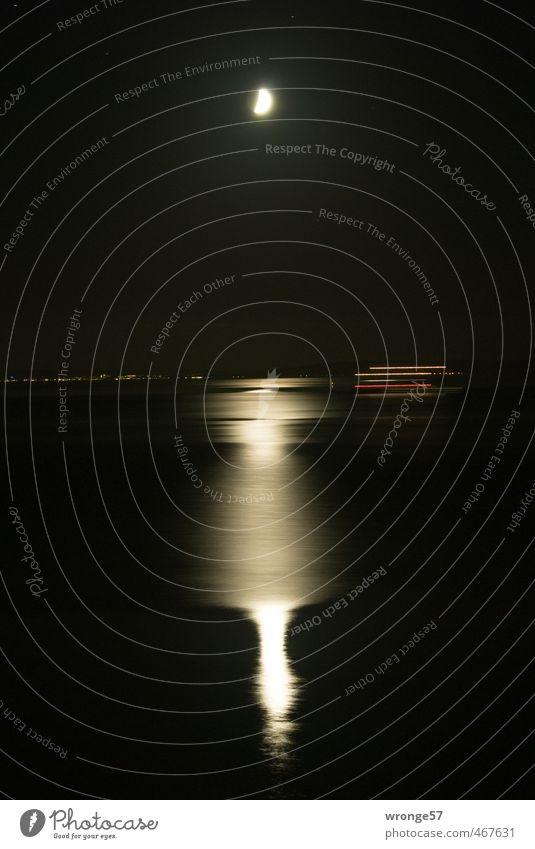 Vorbeifahrt Mond Schifffahrt Fähre Wasserfahrzeug rot schwarz weiß Mondschein Reflexion & Spiegelung Ostsee Meer Nachthimmel Stativ Langzeitbelichtung