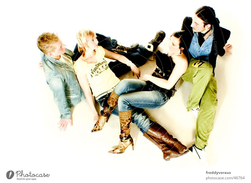 session ; ) Frau Mensch Mann weiß Erholung Mode Zusammensein blond mehrere T-Shirt Jeanshose Model Jacke Hemd Turnschuh Beruf