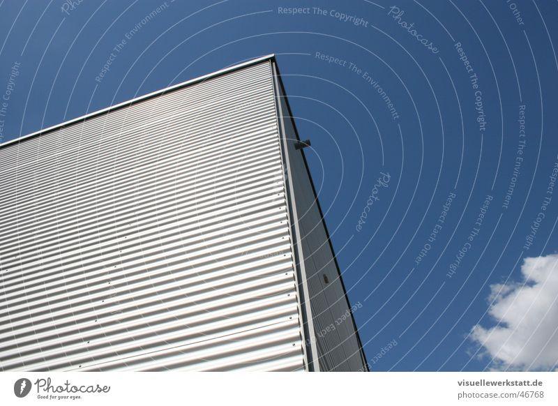 haus am himmel Himmel blau Haus Wolken modern Technik & Technologie Baustelle Aluminium