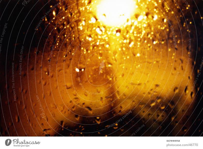 Technicolor Lampe dunkel Fenster PKW Regen hell Laterne Fensterscheibe