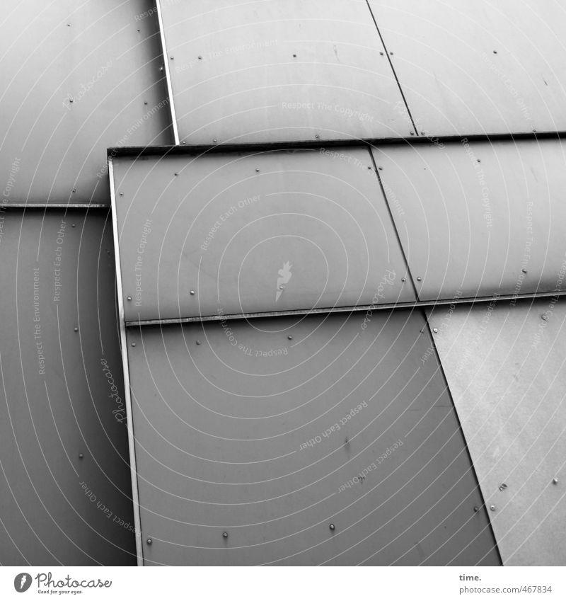 schwarzweißgrau | Hamburger Platte Stadt kalt Wand Mauer Architektur Gebäude Metall Fassade dreckig Hochhaus Design Ordnung Perspektive einfach Vergänglichkeit