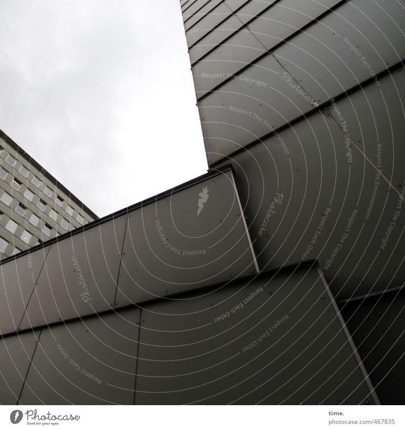 Bausatz Hochhaus Bauwerk Gebäude Architektur Mauer Wand Fassade Oberfläche Metall eckig einfach fest kalt Stadt grau diszipliniert Platzangst Hochmut