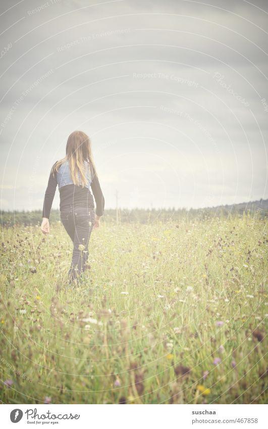 walk Mensch Kind Himmel Natur Jugendliche grün Pflanze Sommer Erholung Junge Frau Landschaft Mädchen Blume Wolken Umwelt Wiese