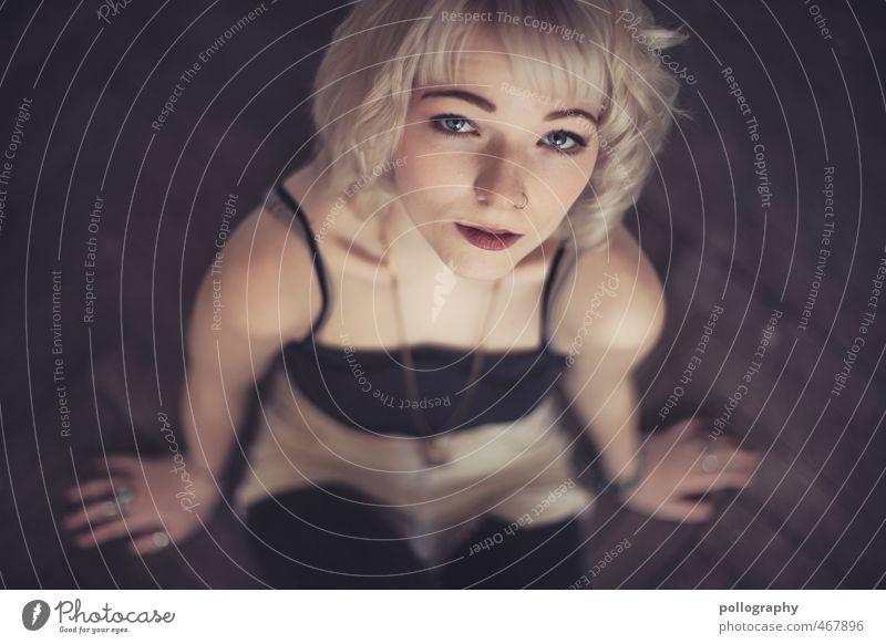 Runa (4) Mensch Frau Jugendliche Junge Frau ruhig 18-30 Jahre Erwachsene Leben feminin Gefühle Stimmung Körper Kraft Zufriedenheit sitzen authentisch