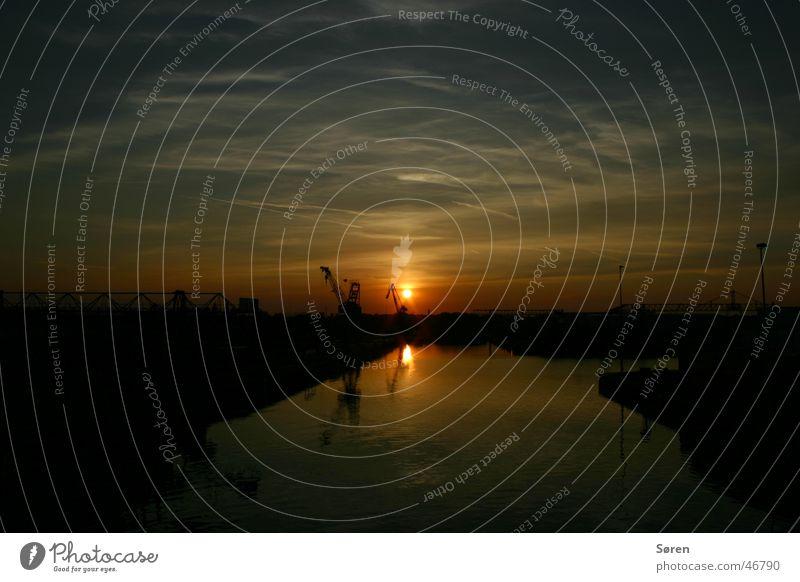 Hafenabend Dortmund Kran Wolken Gewässer Panorama (Aussicht) Reflexion & Spiegelung Abend Sonnenaufgang Morgen Sonnenuntergang zenith Wasser gut Idylle