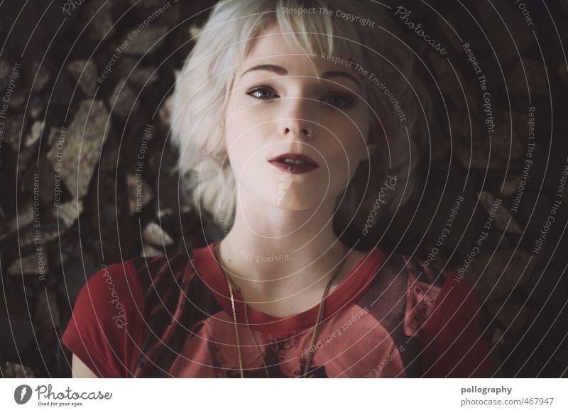 Runa (5) Mensch Frau Jugendliche Junge Frau 18-30 Jahre Erwachsene Gefühle feminin Stein Kopf liegen träumen Stimmung Körper Kraft authentisch