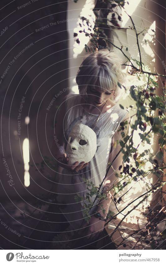Don't Hide Behind A Mask Mensch Frau Natur Jugendliche Sommer Einsamkeit ruhig Junge Frau Blume Haus Erwachsene 18-30 Jahre Fenster Wand Leben Gefühle