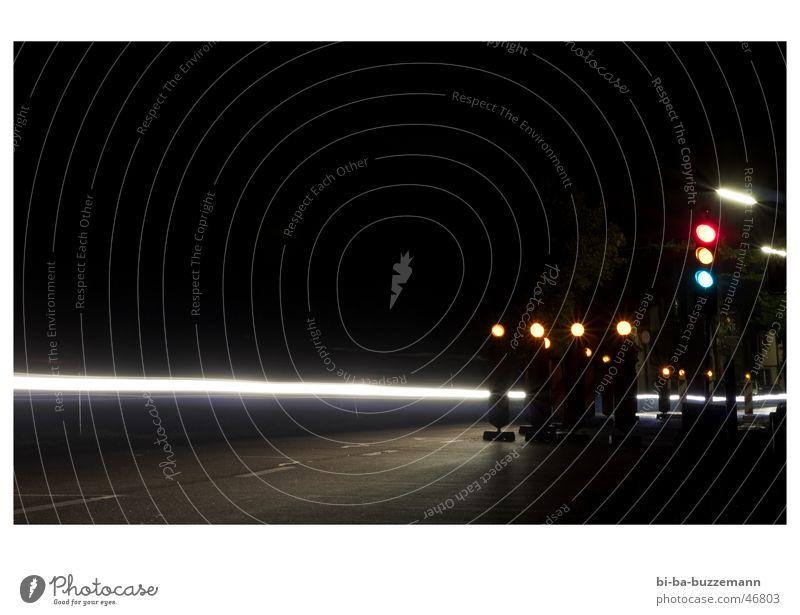 Baustelle Ampel Nacht Lichtstreifen Laterne Streifen langzeitbelichting PKW Schatten Beginn Scheinwerfer
