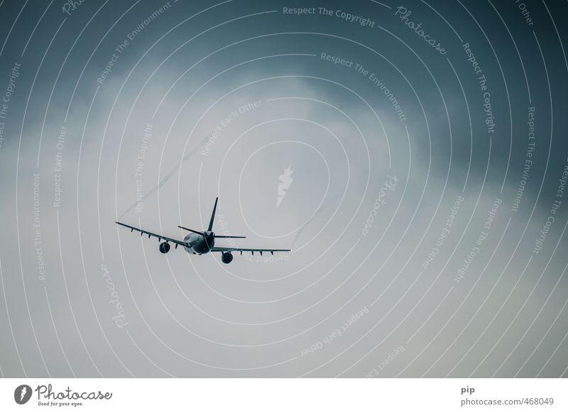 unter den wolken ... Himmel Wolken schlechtes Wetter Unwetter Luftverkehr Flugzeug Passagierflugzeug Flugzeuglandung Flugzeugstart Ferien & Urlaub & Reisen