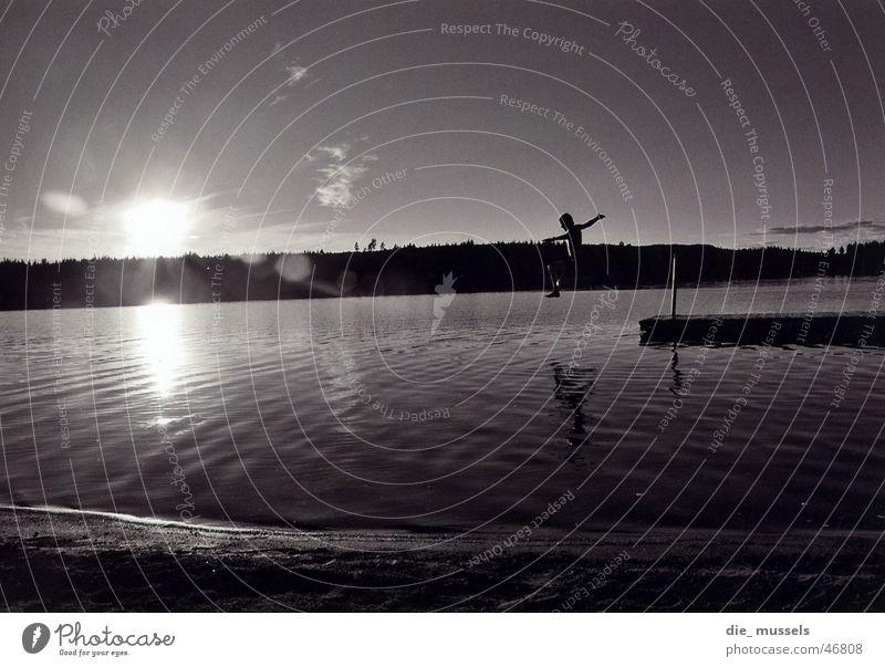 sprung ins nasse II See springen Meer Steg Wasser Sonne Schweden