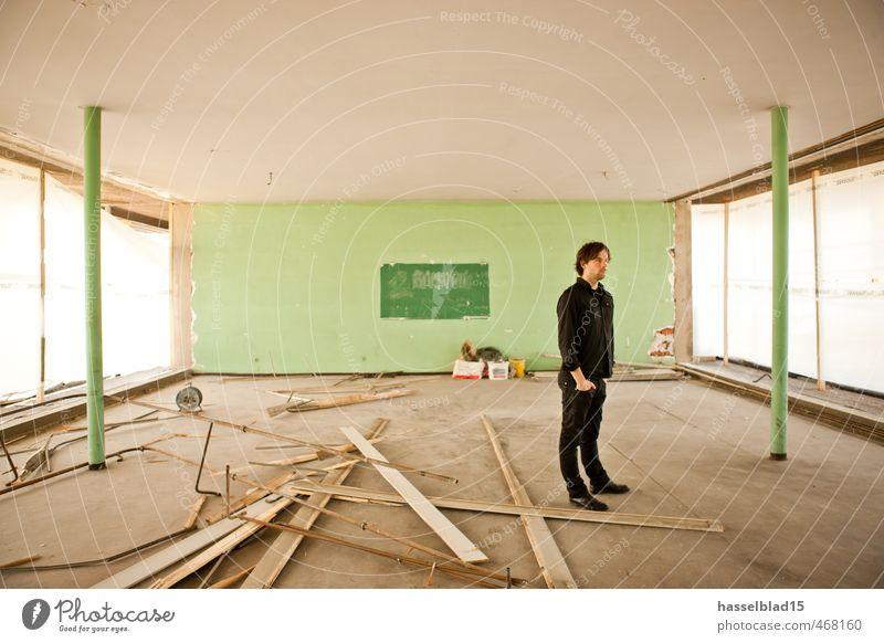 Ruin Jugendliche Mann Erholung 18-30 Jahre Junger Mann Erwachsene Wand Architektur Glück träumen Freundschaft maskulin Hochhaus Erfolg Studium planen