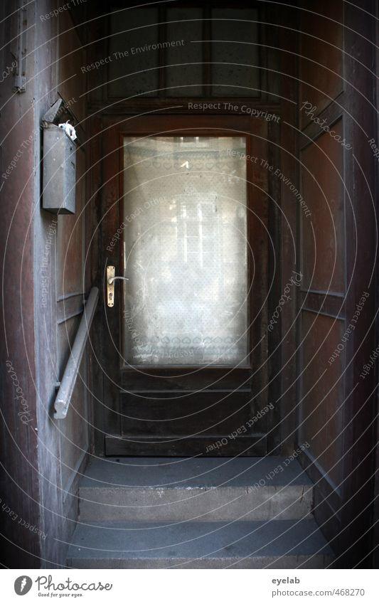 Einladend Stadt Stadtrand Altstadt Haus Ruine Bauwerk Gebäude Architektur Mauer Wand Treppe Fassade Fenster Tür Fußmatte Namensschild Klingel Türspion