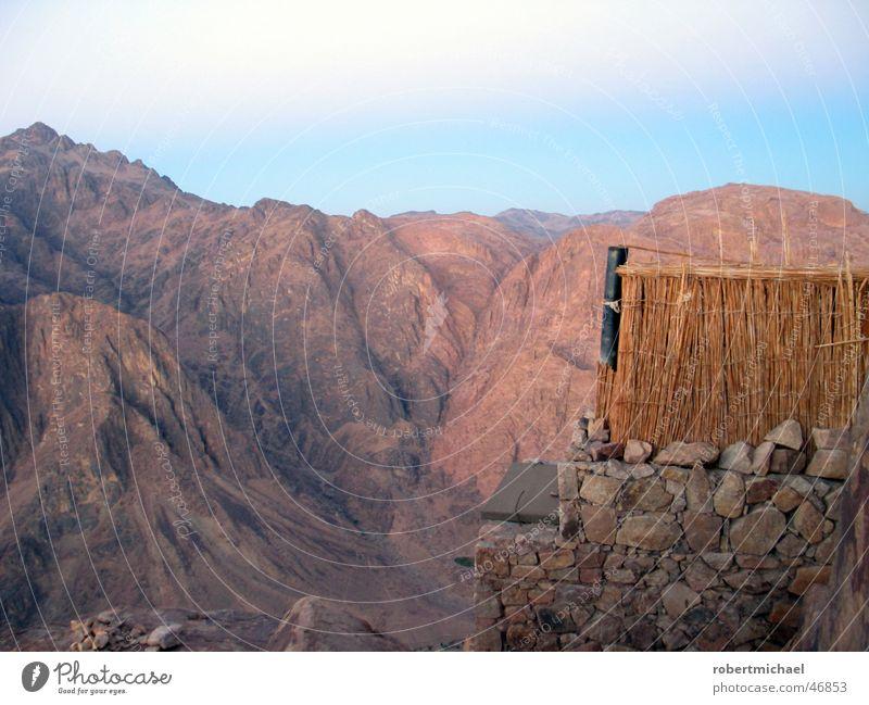 moses toilette Berghang Ägypten Wolken Panorama (Aussicht) Ferien & Urlaub & Reisen Katharinenkloster Sinai-Berg Beduinen Morgen klein Müll rot gefährlich Haus