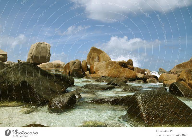 Felsig Landschaft Wasser Himmel Wolken Sommer Schönes Wetter Meer Felsen Granit Stein fantastisch gigantisch nass schön Wärme wild blau braun türkis weiß Kraft