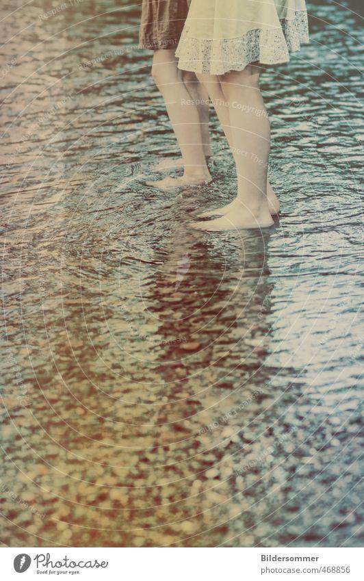 Shallow Waters Mensch Kind Natur Ferien & Urlaub & Reisen blau Wasser Sommer Mädchen Leben feminin Spielen Küste Beine natürlich Fuß Freundschaft