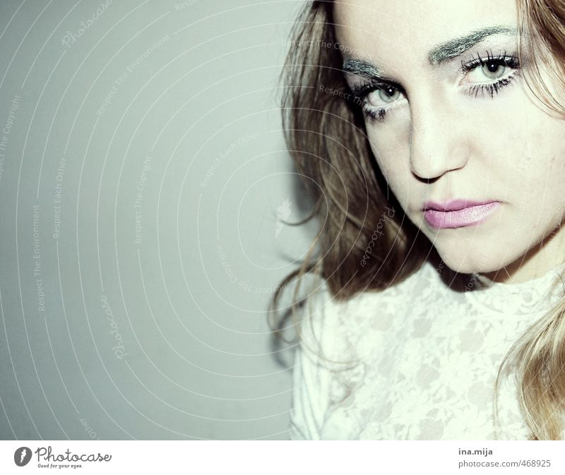 schau mir in die augen! Mensch Frau Jugendliche schön weiß Junge Frau schwarz Gesicht Erwachsene feminin Haare & Frisuren grau außergewöhnlich elegant blond