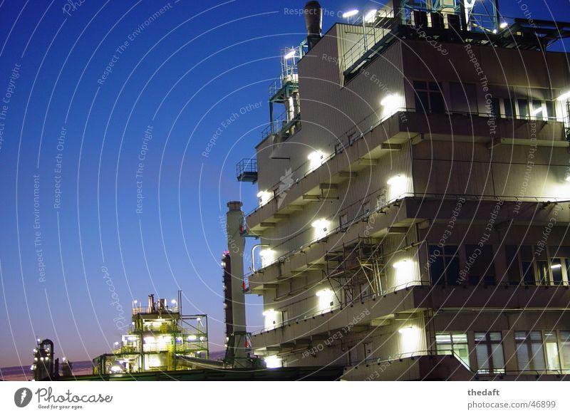 Fabrik Licht Köln Gebäude Fertigungsanlage Industrie Langzeitbelichtung wesseling Abend Schornstein godorf
