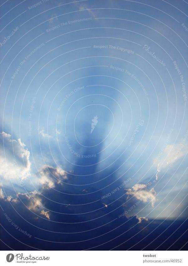 sonnenlicht Licht Sonne Sonnenstrahlen Wolken Regen Himmel weiß Erholung Kraft Götter himmlisch Religion & Glaube light sun sunshine clouds sky blau hell