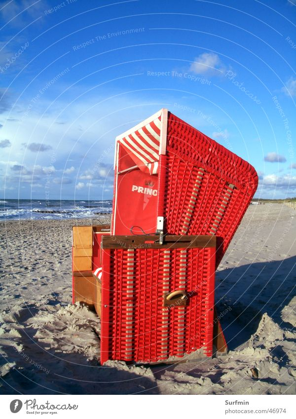 Strandkorb Himmel Meer rot Ostsee Ahrenshoop