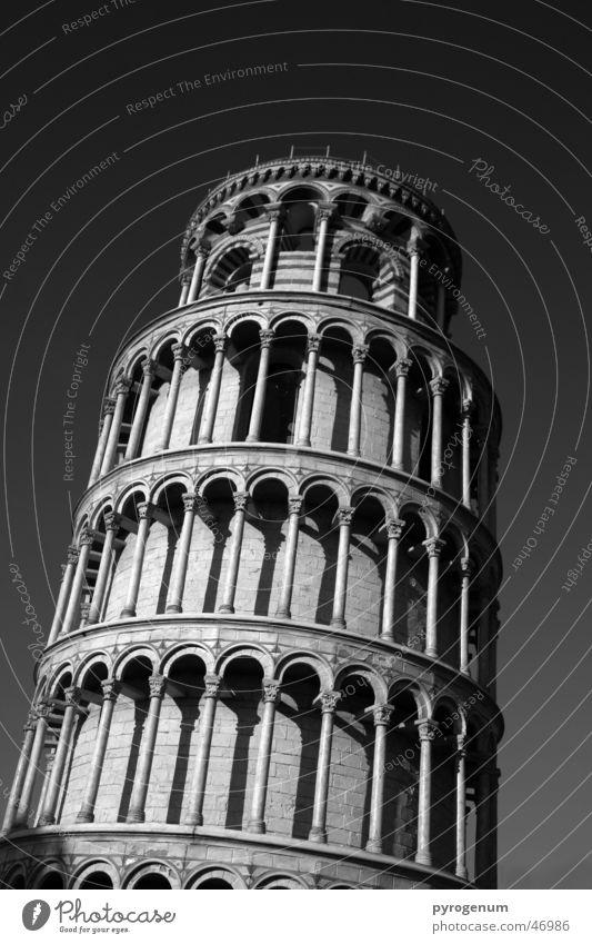 Schiefe Touristenattraktion schwarz weiß PISA-Studie Turm hoch Kontrast Neigung