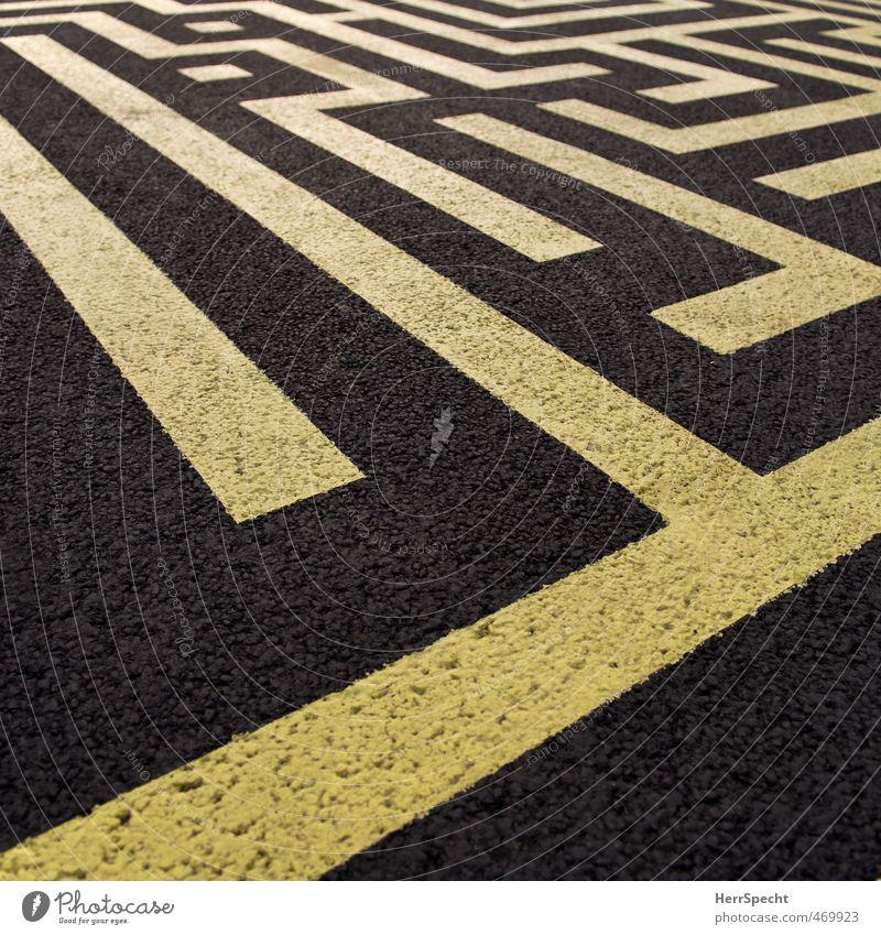 Zebrastreifen für Kreative Straße eckig gelb schwarz Bodenmarkierung Streifen Asphalt chaotisch Irrgarten Labyrinth Spielen Farbfoto Außenaufnahme Nahaufnahme