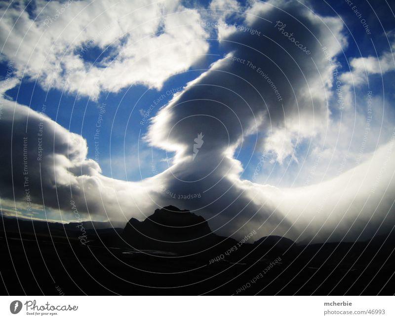 Wolkenschauspiel über Island Sonne Berge u. Gebirge Regen groß Horizont Wolkenberg