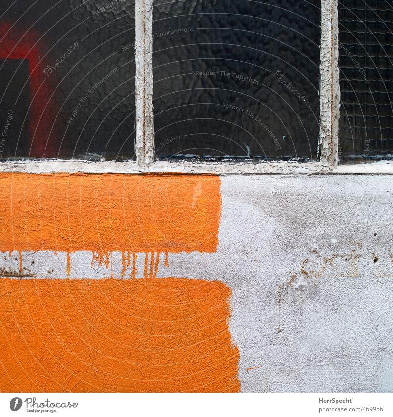 Unvollendet Paris Stadt Altstadt Mauer Wand Fassade Fenster trashig trist grau orange Farbstoff streichen Farbverlauf Hinterhof Hof unvollendet Farbfoto