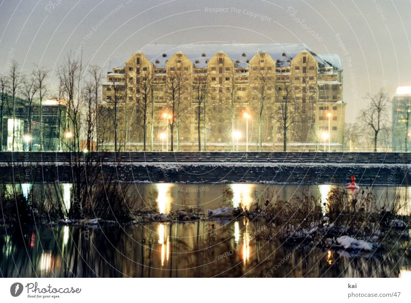 Sylvester2001 historisch Denkmal Hotel Sehenswürdigkeit Dresden Elbe Lichtspiel Nacht Speicher Lagerhaus Mitternacht Denkmalschutz Elbufer Historische Bauten