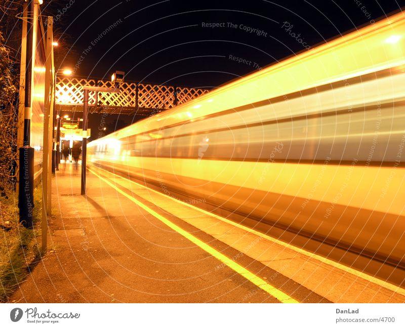 Mind the gap! (overground) Verkehr Brücke Eisenbahn London Fußgängerübergang Abfahrt