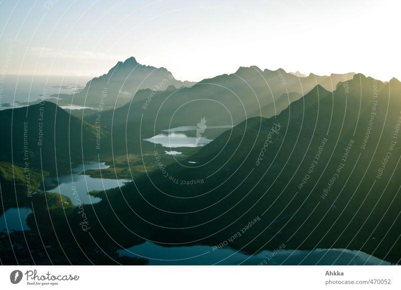 Lofoten II Ferien & Urlaub & Reisen Tourismus Ausflug Abenteuer Ferne Freiheit Natur Landschaft Berge u. Gebirge Bucht Fjord Stimmung Zufriedenheit Ehre Kraft