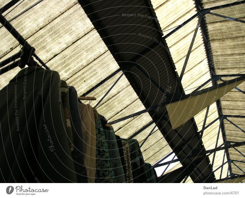 Greenwich Market London Flohmarkt Bekleidung Dach Europa Markt second hand Lagerhalle clothes roof